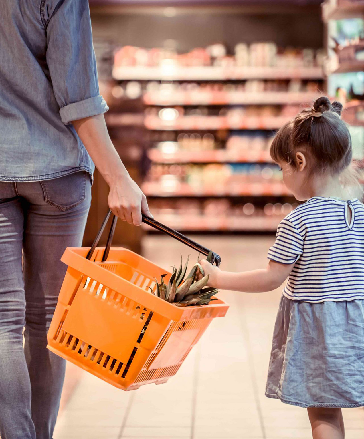 insurance broker marketing design mom with child doing groceries